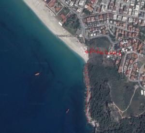 Alanyas klippa - Länst den röda linjen är det bra snorkling.